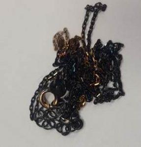 łańcuch pokryty czarnym rutenem