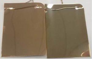 Różowe pozłacanie wykonane przy różnych potencjałach elektrycznych. Pracując z napięciami poniżej zakresu (po prawej), stop staje się bogatszy w złoto, a powłoka nabiera bardziej żółtego wyglądu niż właściwy stop osadzony poprzez pracę z właściwą wartością napięcia (po lewej).